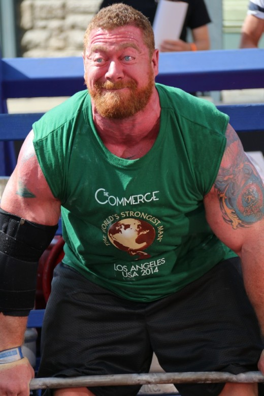 5. Scott Cummine red-faced with strain in the deadlift
